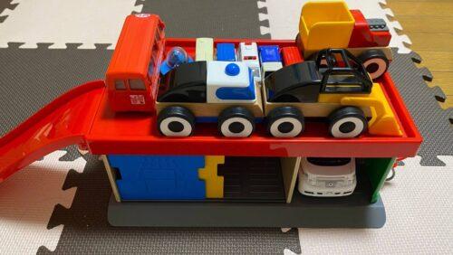IKEAのリラブ―の駐車場に所狭しとおもちゃを並べる